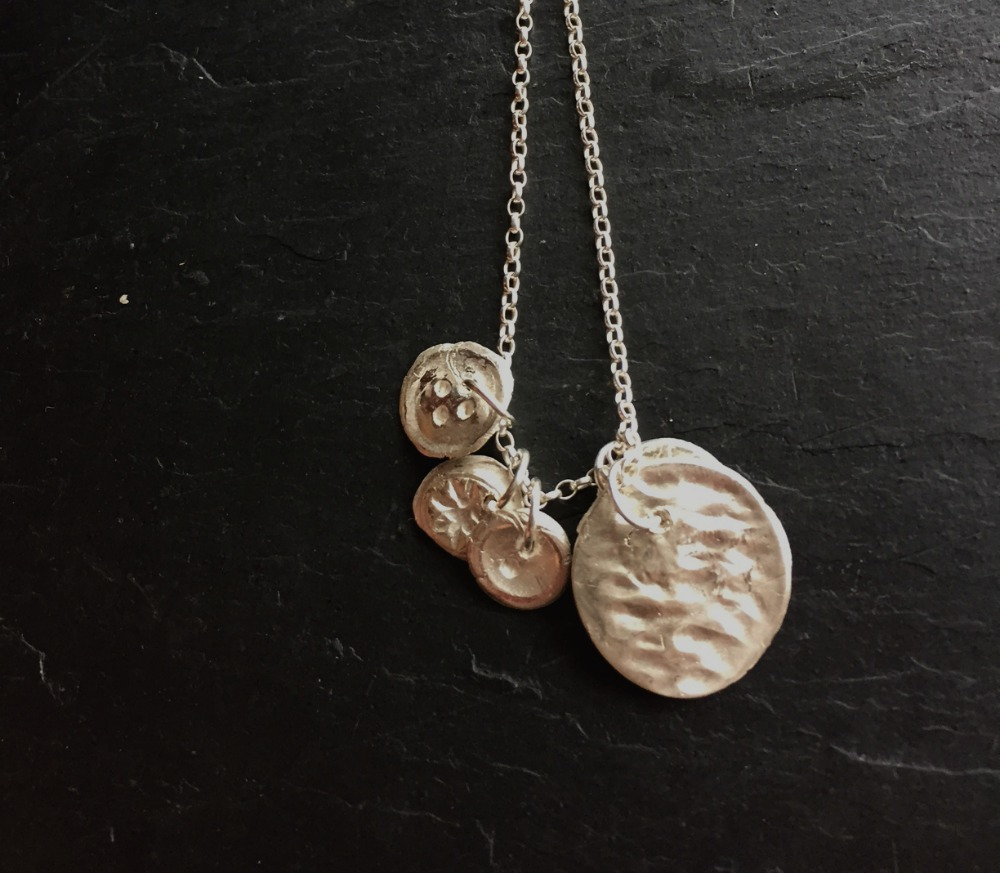 Buttons necklace