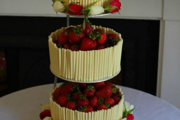 Strawberry and White Chocolate Wedding Cake with an Elderflower Cream (GBBO #9)