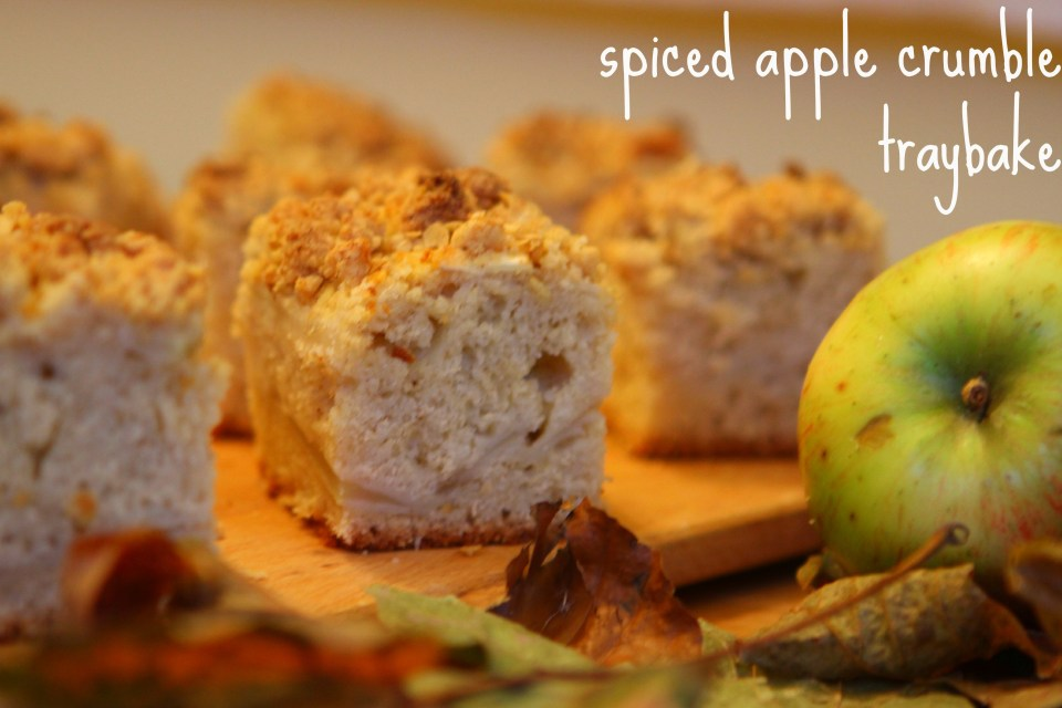 Spiced Apple Crumble Traybake