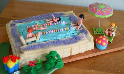 swimmingpoolcake1