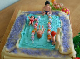 swimmingpoolcake2