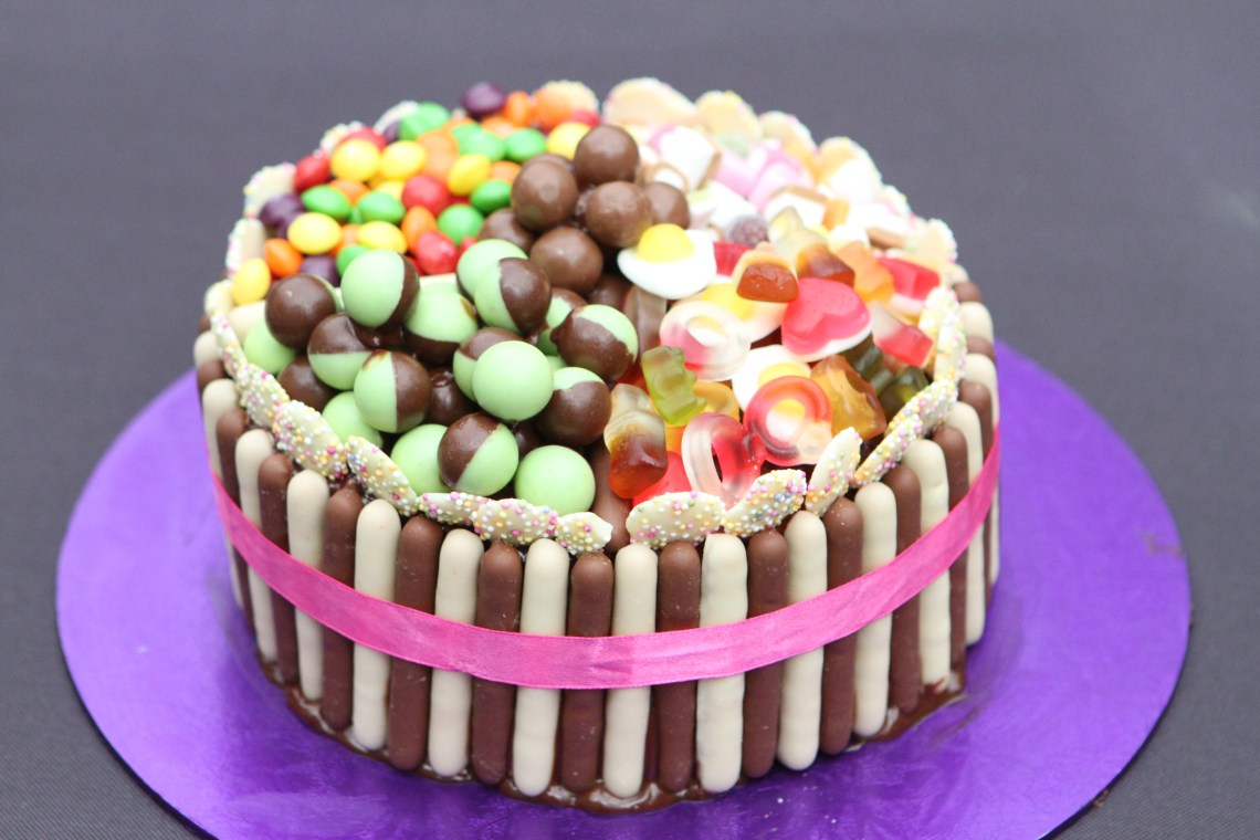 Pick 'n Mix Chocolate Fingers cake