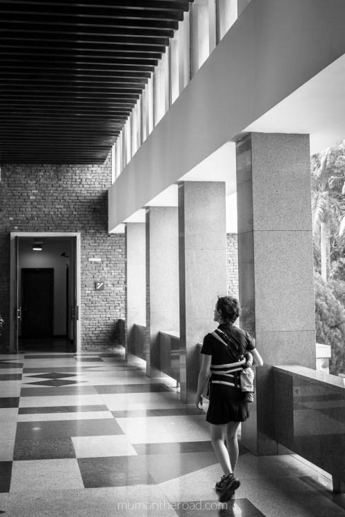 Couloirs du palais de la réunification à Saigon au Vietnam