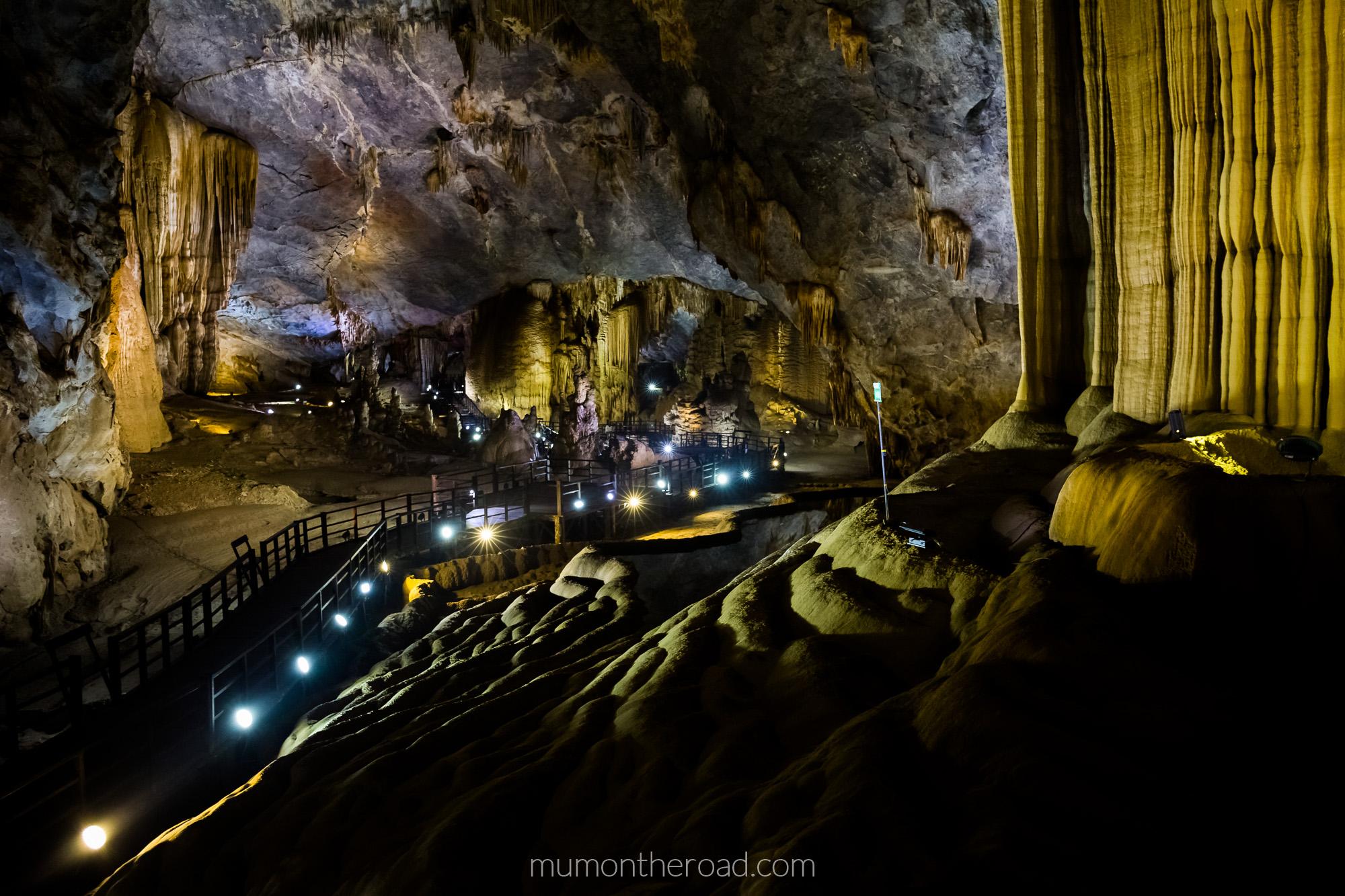 Intérieur de la grotte du Paradis dans le parc national de Phong Nha Ke Bang au Vietnam