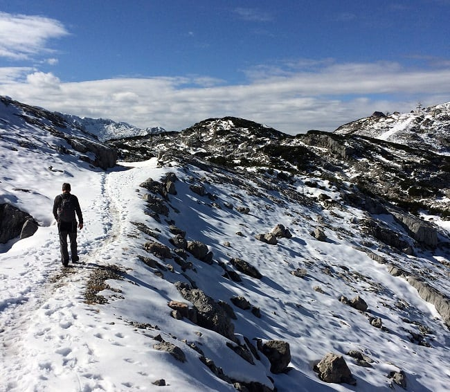 Wlaking in the snow on the Heilbronner trail