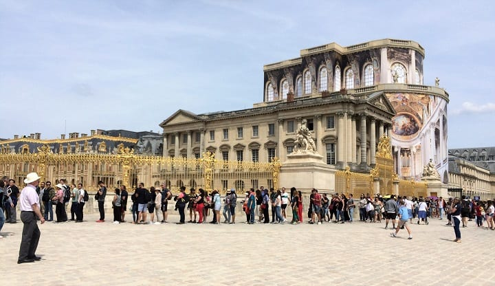 Queue for Place of Versailles
