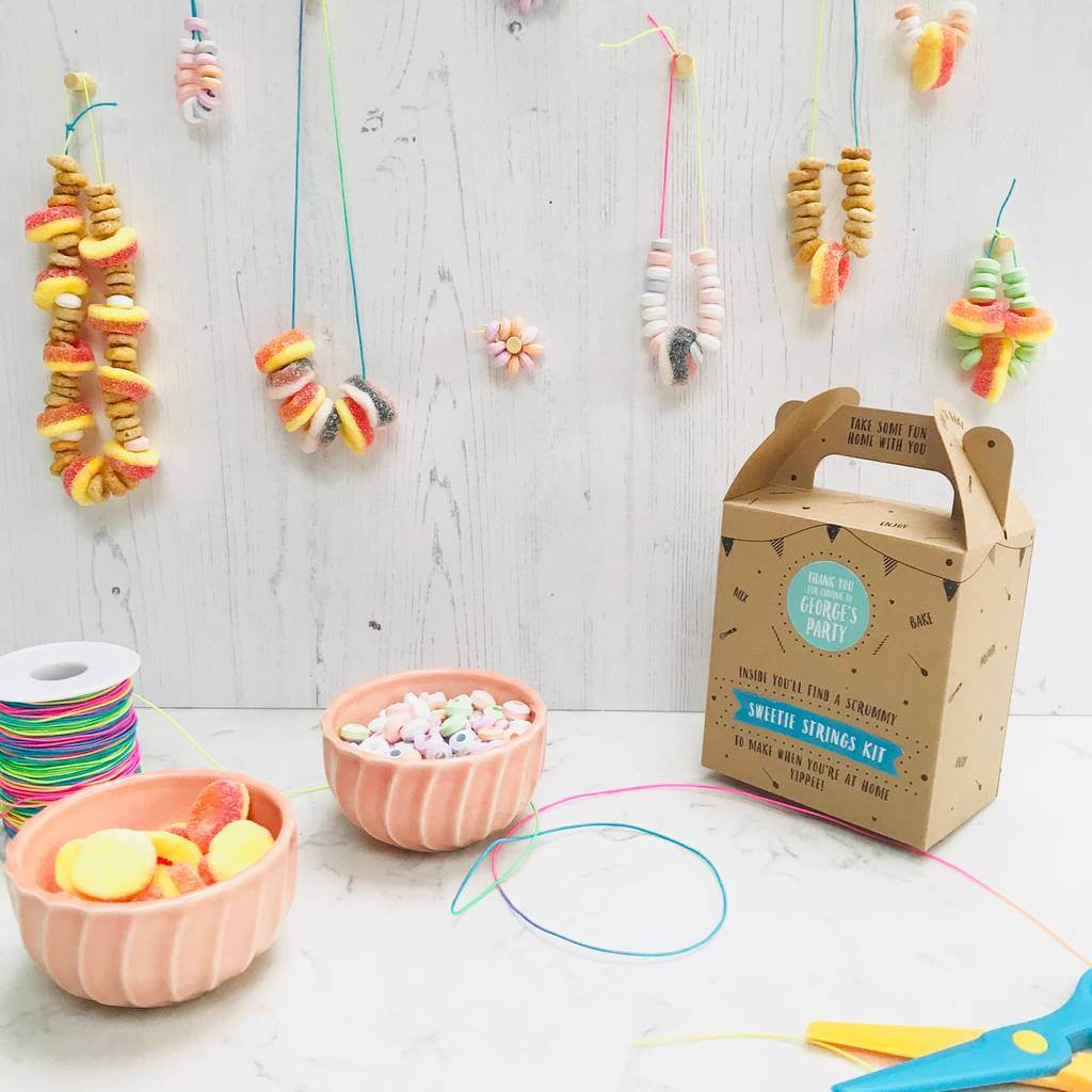 kids's party bags filled with sweets, kids' party bags filled with sweetie necklaces and bracelets, pre-filled kids' party bag with sweetie craft, kids's party box filled with sweets