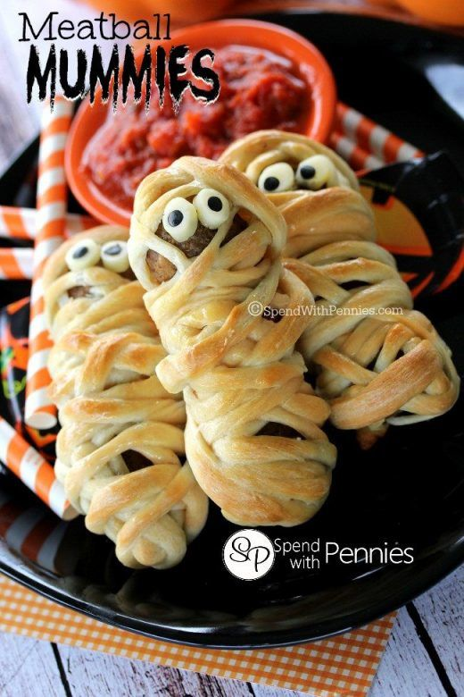 Halloween party food - meatball mummies, spooky Halloween party food, Easy Halloween party food, savoury Halloween party food