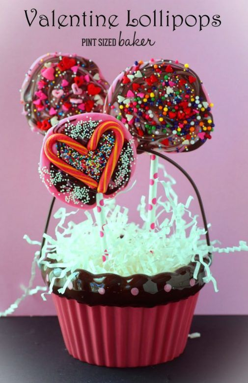 Valentines Day lollipops ... super easy lollipops for Valentines Day that are easy enough for the kids to help with ...