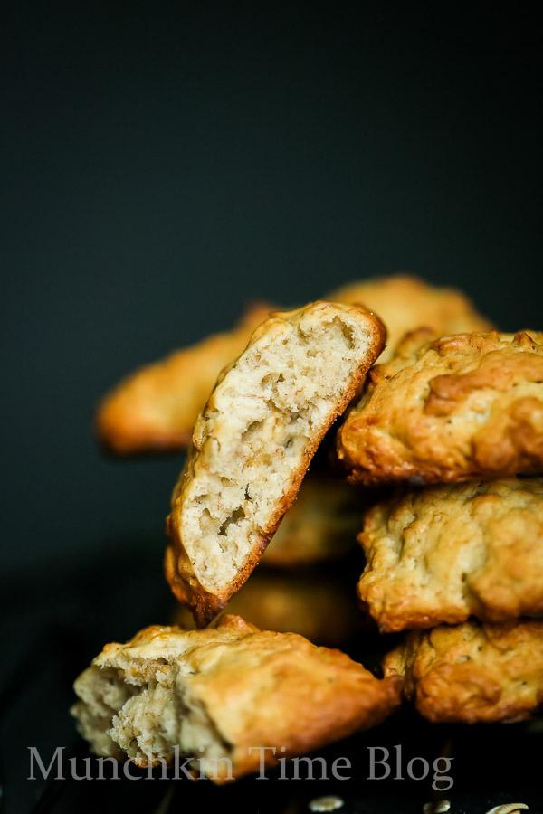 Banana and Oats Cookie Recipe-- - www.munchkintime.com #cookiesrecipe #bananarecipes