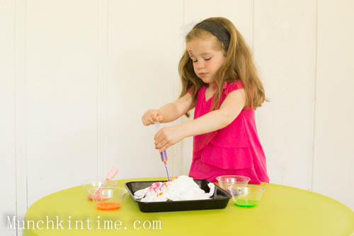2 Ingridients For Fun and Messy Sensory Play Activity - Munchkin Time