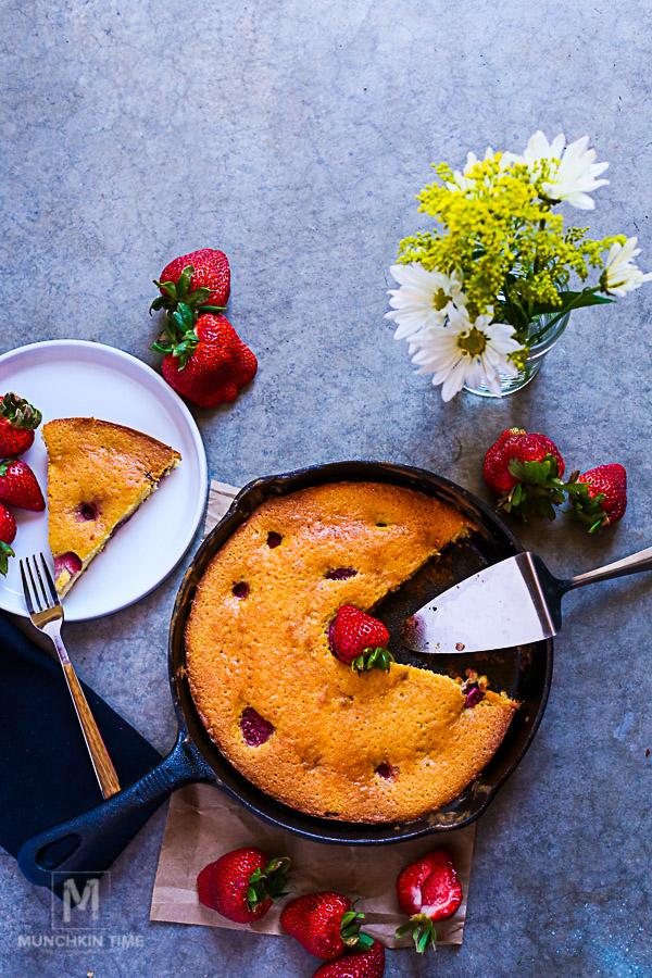 Fluffy like a cloud, moist and so delicious - Best Strawberry Pie Recipe -- #strawberrypierecipe #pierecipes