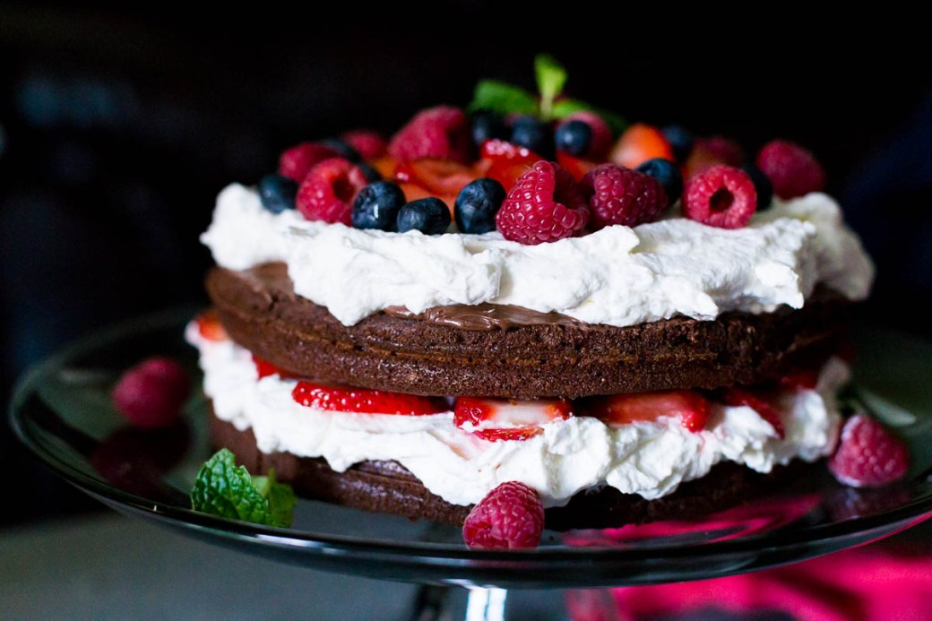 Strawberry Nutella Cake Recipe #chocolatecake #nutella http://www.munchkintime.com/chocolate-nutella-strawberry-cake/