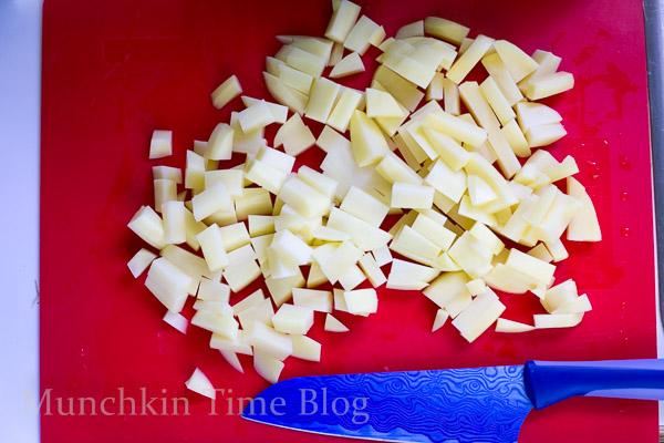 Delicious Potato Hash and Eggs Breakfast Recipe #potatohash #breakfastrecipe http://www.munchkintime.com/