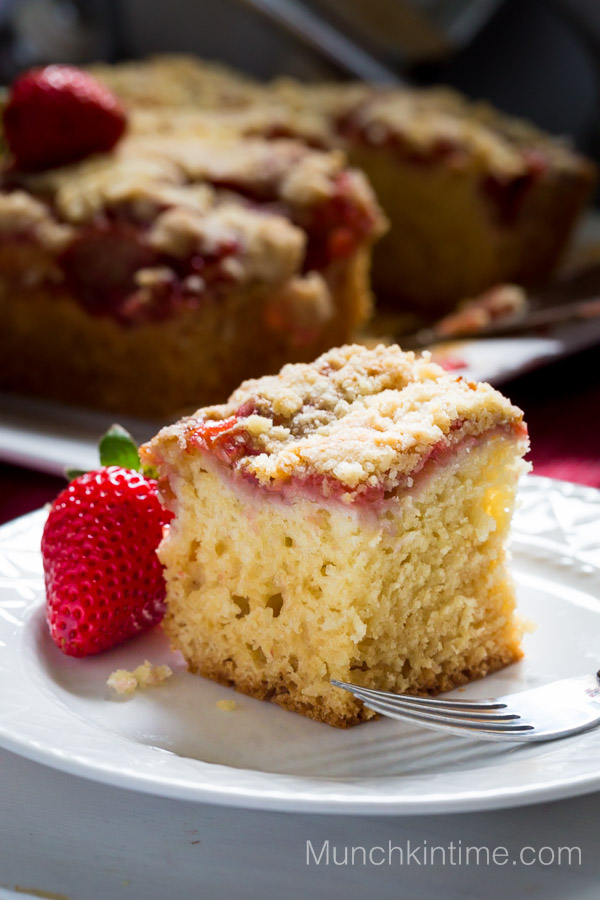 Strawberry Rhubarb Coffee Cake Recipe - www.munchkintime.com #dessertrecipe