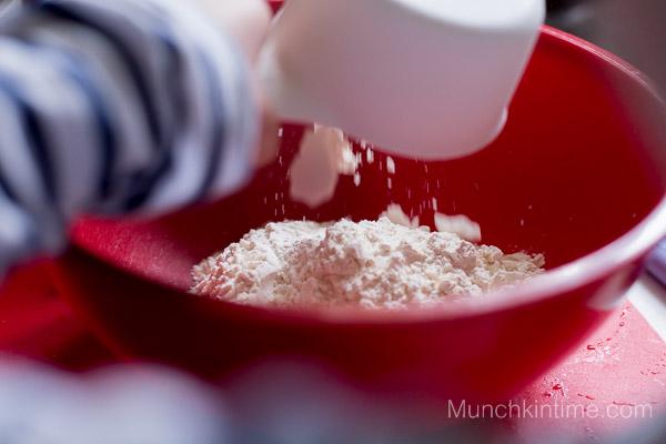 Scrumptious  Strawberry Rhubarb Coffee Cake Recipe - www.munchkintime.com #dessertrecipe