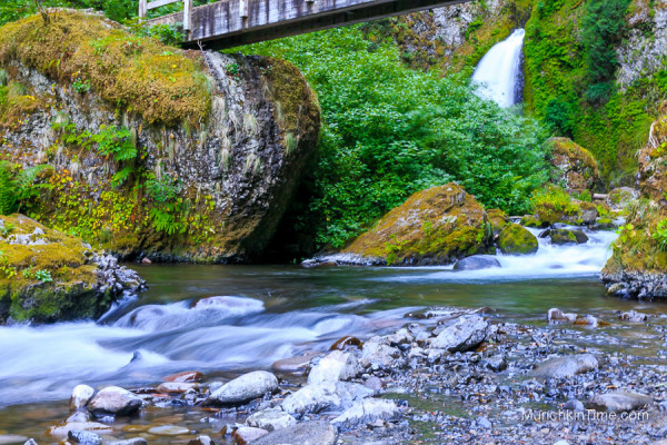 Hiking in Oregon Episode #2 - Wahclella Falls Trail by Columbia Gorge #wahclellafalls #columbiagorge #hikinginoregon www.munchkintime.com