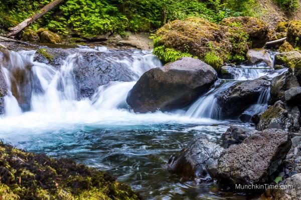 Hiking in Oregon - Wahclella Falls Trail by Columbia Gorge #wahclellafalls #columbiagorge #hikinginoregon www.munchkintime.com-8