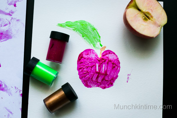 A is for Apple Fun Craft for Preschoolers -- www.munchkintime.com