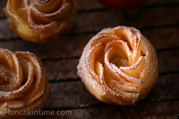 Apple Roses Dessert Recipe // www.munchkintime.com