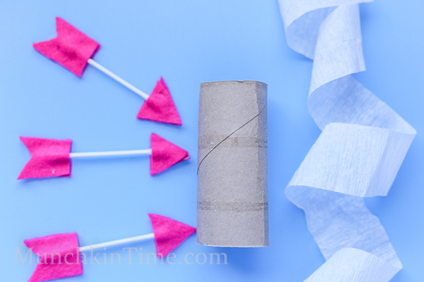 Qtip Felt Arrows by munchkintime -- www.munchkintime.com #kidscraft #qtip