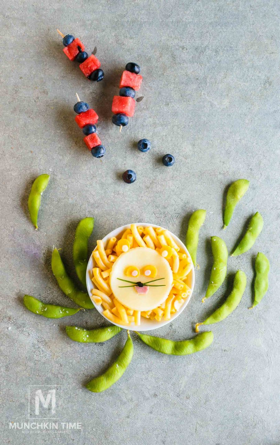 5 Easy School Lunch Ideas - super easy to put together and will put a smile on kid's face!