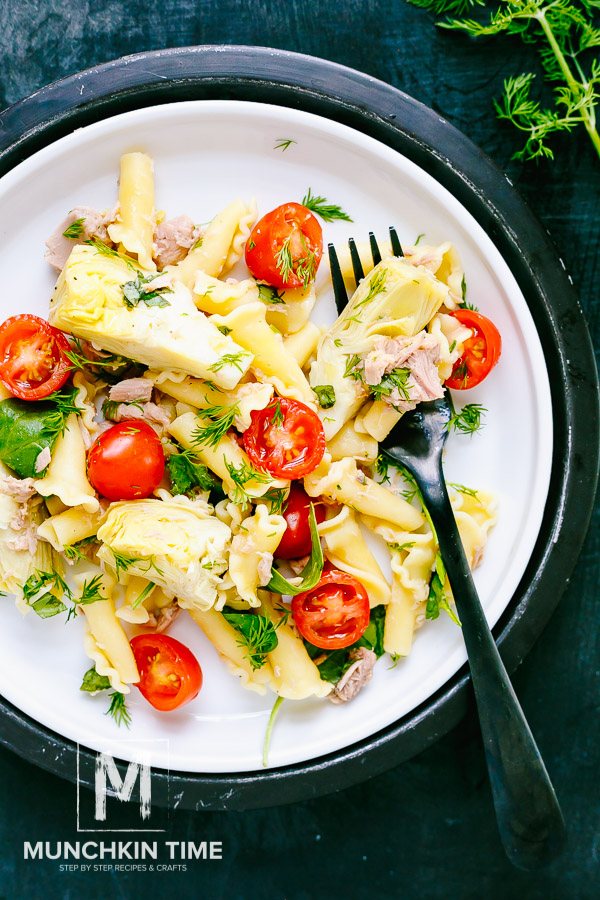 Delicious Tuna Spinach Artichoke Pasta Salad Recipe - Munchkin Time