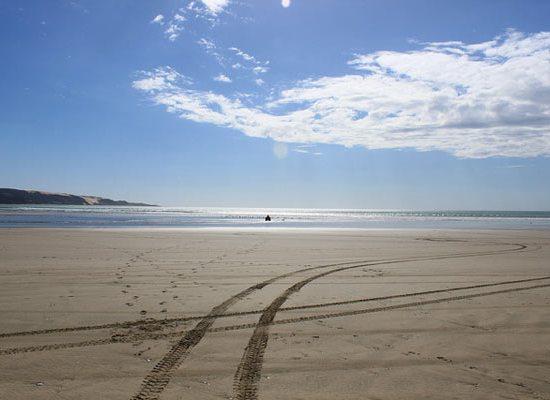 conduciendo en la ninety-miles-beach