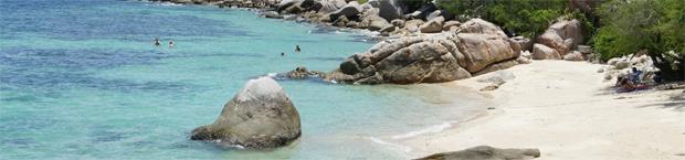 una playa en la isla de koh tao
