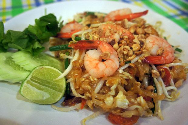 Fried-noodles-with-shrimp-(Pad-thai-Kuung)