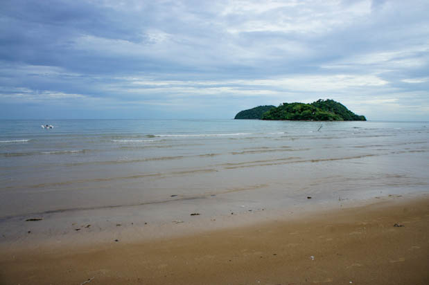 playa de la isla de koh maak