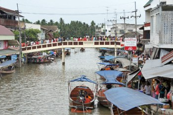 El mercado flotante de Amphawa, ideal para una excursión de un día
