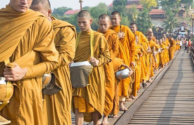 Comportamiento hacia los monjes en Tailandia