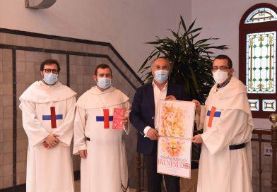 La comunidad de Trinitarios de Algeciras presentan los actos de la bendición de la nueva Virgen al alcalde de la ciudad