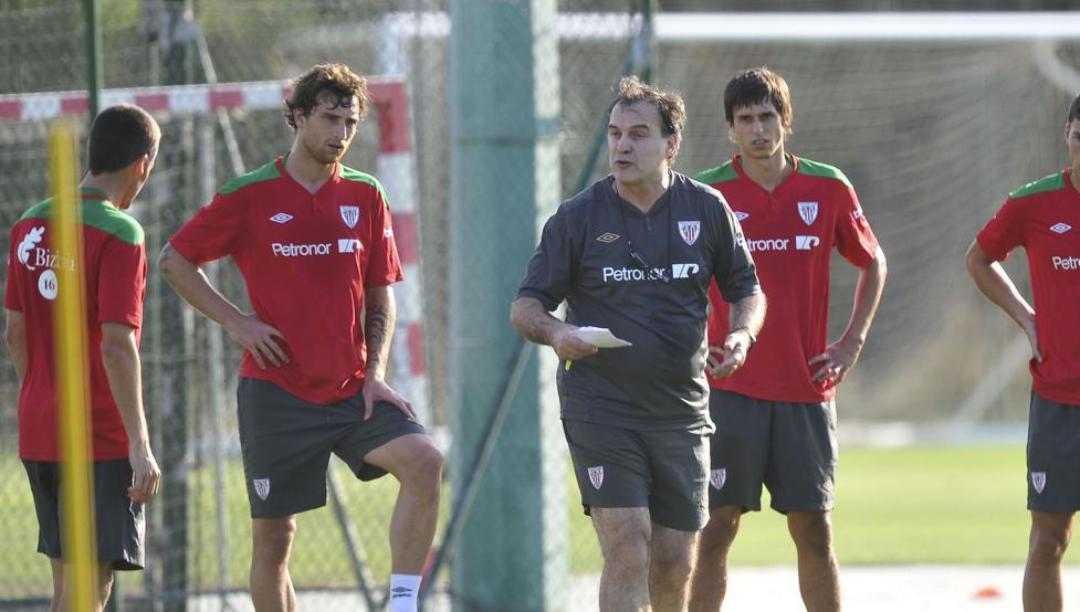 Marcelo Bielsa, en un entrenamiento de la pretemporada 2011-12.