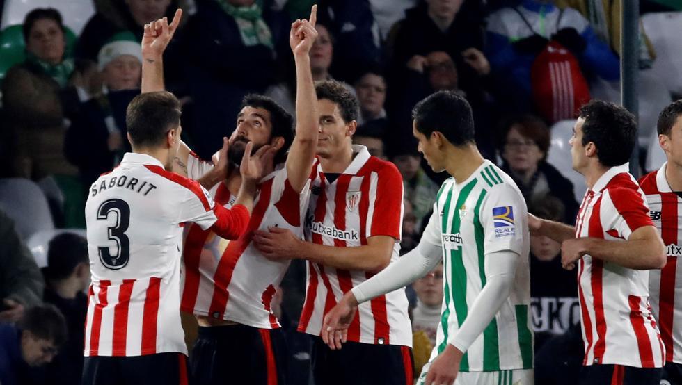 Raúl García celebra el gol que encarriló el triunfo bilbaíno en el Villamarín.