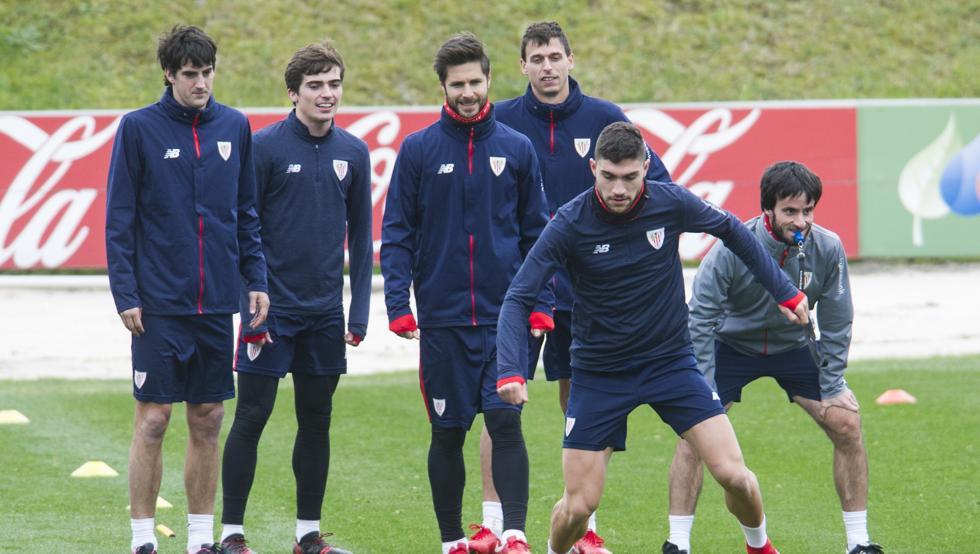 Unai Núñez recupera su sitio en el once del Athletic tras cumplir sanción.