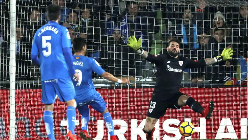 Herrerín se redimió de su error en el primer penalti parando el segundo en Getafe.