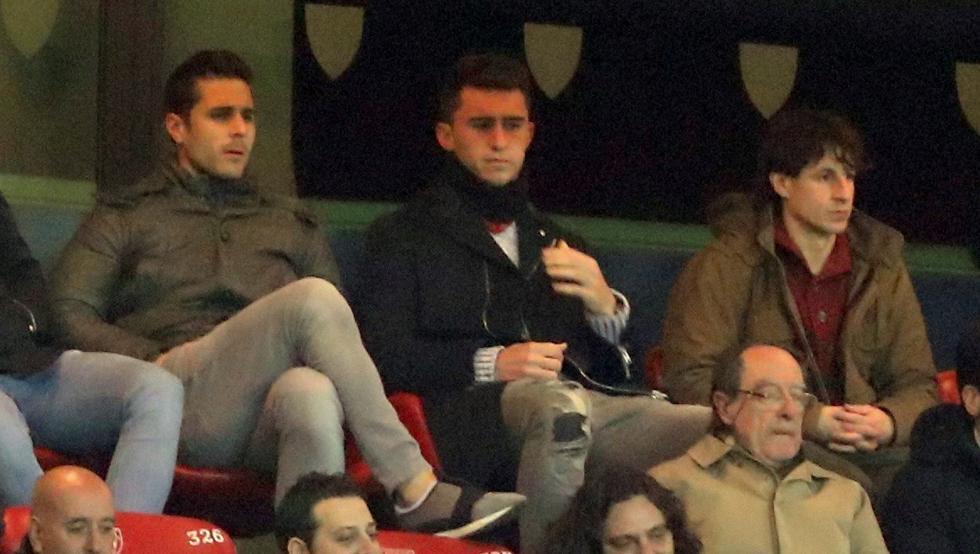 Laporte presenció el partido ante el Eibar junto a Kike Sola en el palco de San Mamés