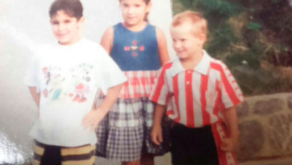 El Athletic publica dos fotos de la infancia de Iñigo Martínez vestido de rojiblanco.