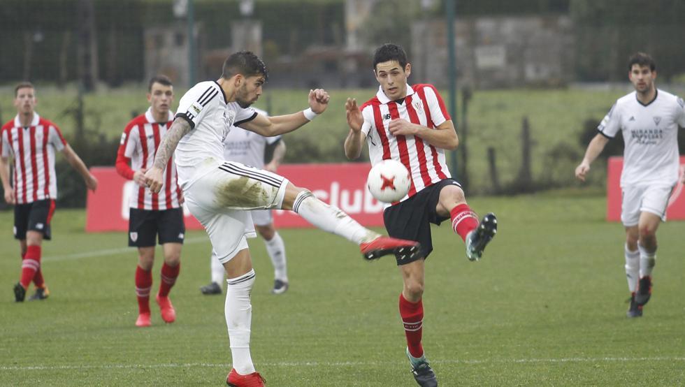 El Bilbao Athletic pudo con el Mirandés en su último compromiso en Lezama.