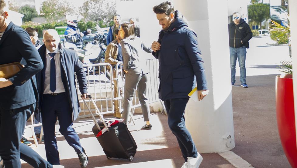 Aduriz, a la llegada del equipo al hotel de Marsella