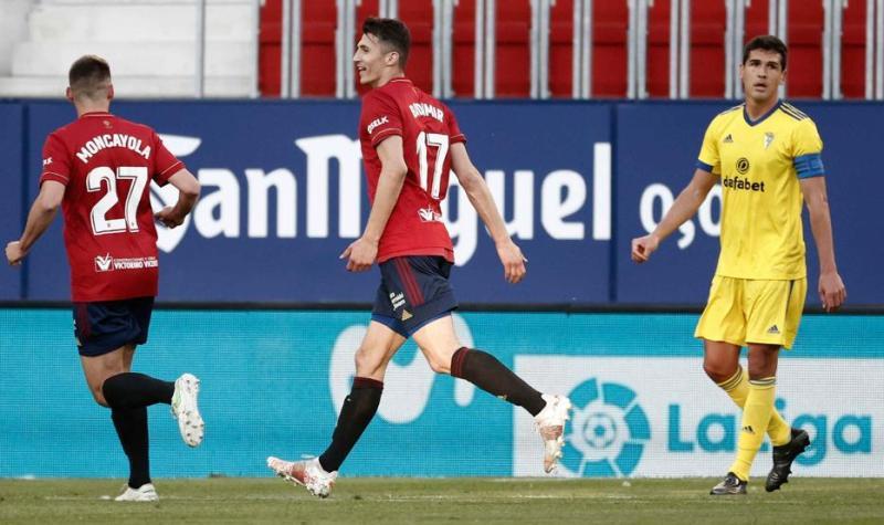 Budimir celebra su segundo gol ante el Cádiz