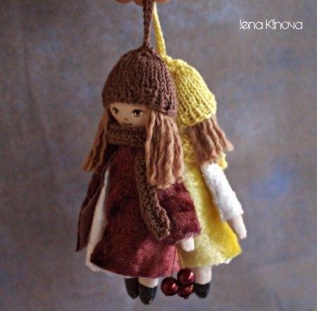 Muñeca de tela pequeña para llavero