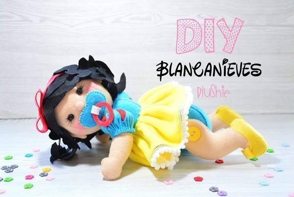 Muñeca bebé Blancanieves 3D de fieltro