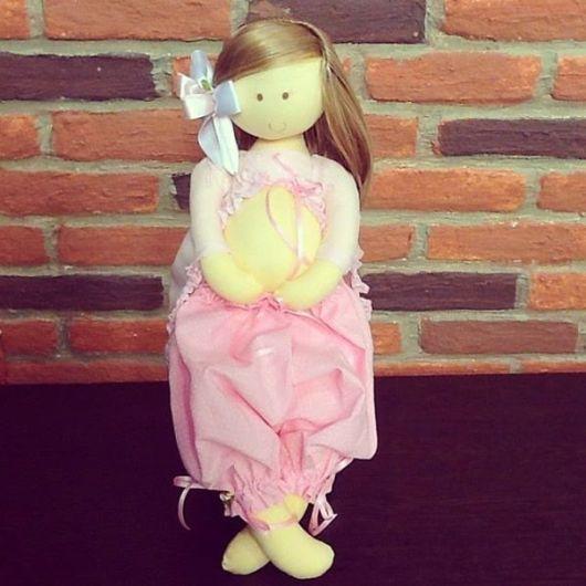 Muñeca embarazada de tela