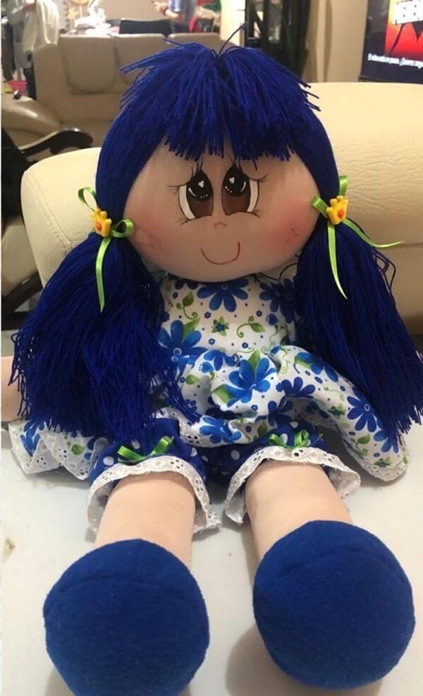 Muñeca de tela grande con patrones