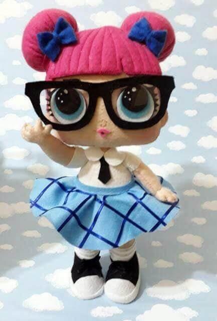 Muñeca Lol Profesora en fieltro con moldes