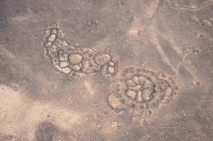 Extranas ruedas de piedra e1345655448959 300x198 Las misteriosas estructuras de piedra del Medio Oriente