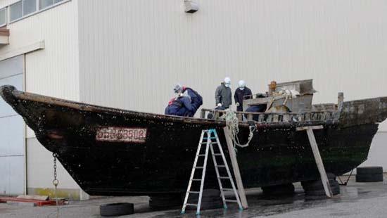 Barcos fantasmas costas Japón